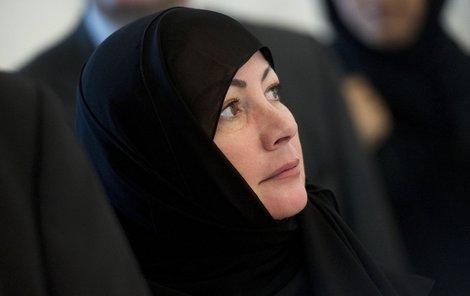 První dámě hidžáb velmi slušel.