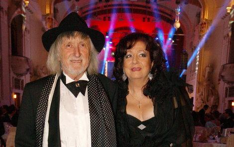 Režisér Juraj Jakubisko vyvedl svou manželku Deanu.