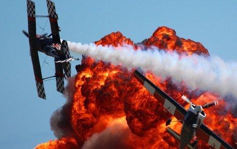 Honička sportovních letadel byla jedním z vrcholů programu.
