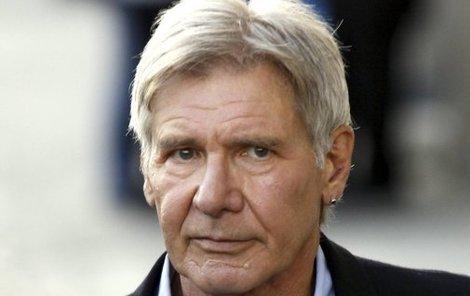 Harrison Ford smí i nadále létat.
