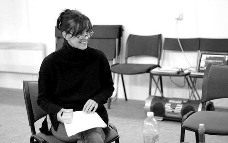 Tereza Brodská při čtené zkoušce hry WTF.