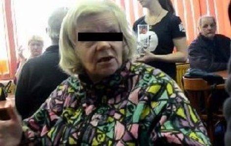 Ludmila R. si ráda přihne a doma potom pořádá mejdany.