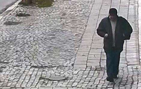 Podezřelého poznala z kamer vrátná nedaleké ubytovny.