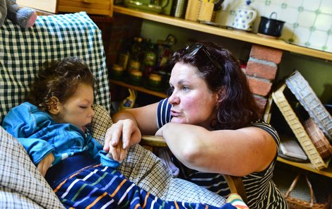 Eva dávala synovi lásku 24 hodin denně.