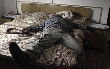 V této posteli se opravdu vraždilo.