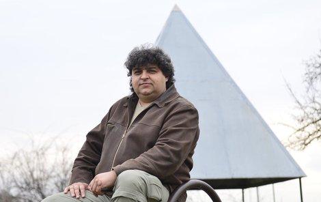 Petr Davídek se energií z pyramid zabývá více než 40 let.