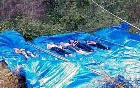 Nikdo z nich neuměl plavat.