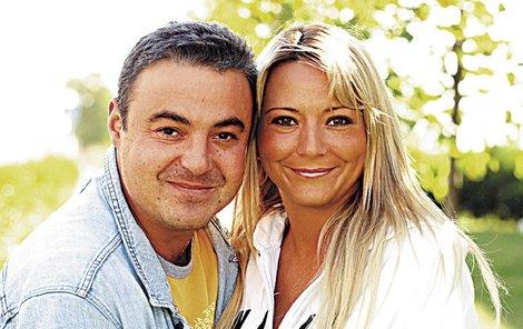 I když spolu už dva roky nežijí, Martin svou Simonu stále miluje.