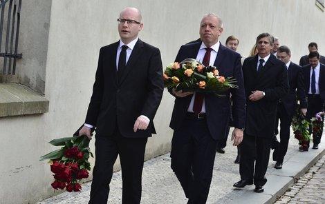 Rozloučit se přišel i premiér Bohuslav Sobotka a ministr Milan Chovanec