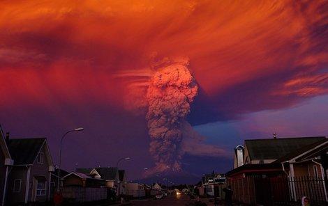 Zlověstné snímky erupce vulkánu Calbuco.
