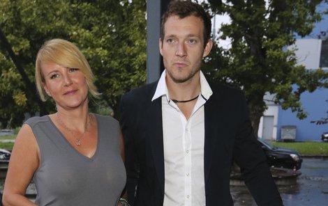 Vendula s mladším přítelem Josefem Pizingerem (26). Kvůli němu je v kondici.
