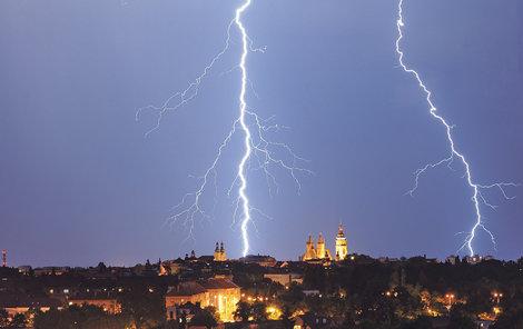 Moravu postihnou i silné bouřky.