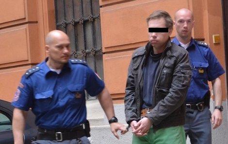 Patrik D. je obžalován z vydírání, porušování domovní svobody a výtržnictví.