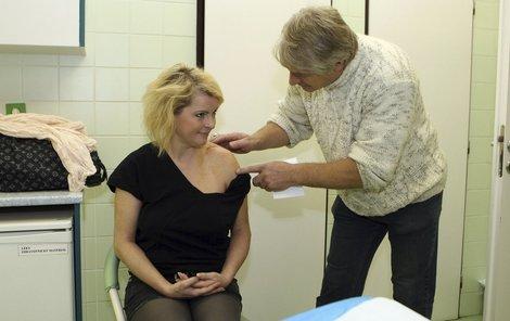 10. 10. 2011: Ivetu doprovázel i na kontroly u lékaře. Vidět stehy mu nikdy nevadilo.