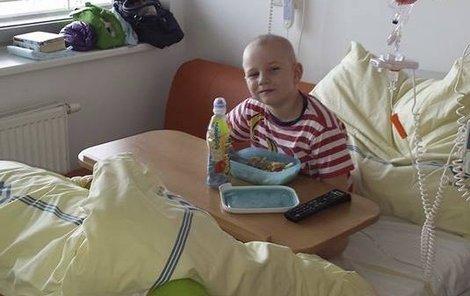 Adámek v průběhu léčby v nemocnici.
