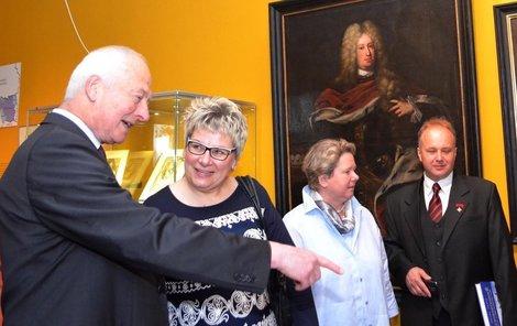Bohatý kníže Hans Adam II. obdivoval exponáty opavského muzea.