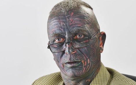Vladimír Franz nehledá v tetování symboliku, ale širší souvislosti.