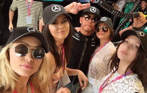 Zleva: Gigi Hadid, Kendall Jenner, Hailey Baldwin, Bella Hadid
