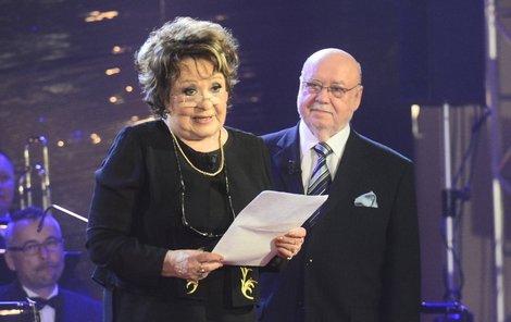 Jiřina Bohdalová často vystupovala s kapelníkem Hybšem v pořadech, hlavně v Televarieté. Znají se 40 let.