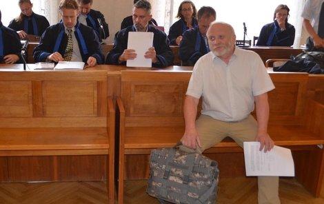 Jaroslav Svoboda si přinesl tašku důkazů.