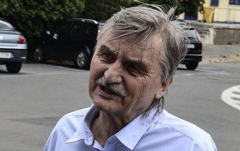 Herec Pavel Soukup se zákroku brání a chce domů.