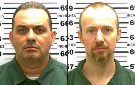 Po Mattovi (vlevo) a Sweatovi nadále pátrají stovky policistů.