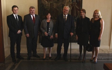 Manželé Alexandra a Alexandr Fomenkovi s prezidentem a první dámou.