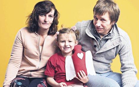 2015: Před ukončením léčby se Saša nechala vyfotografovat se svými rodiči.