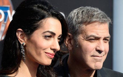 George Clooney a Amal budou rodiči.