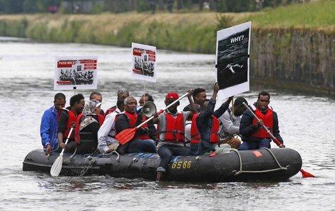 Uprchlíci na přeplněném člunu