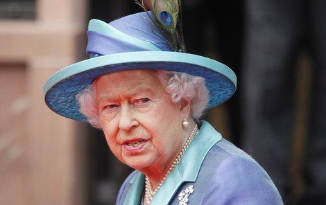 Královnu Alžbětu II. zřejmě čeká stěhování.