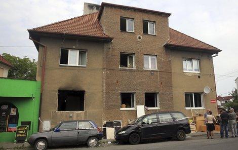 Exploze zcela zdemolovala dva byty v přízemí.