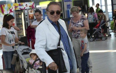 Karel Gott na letišti