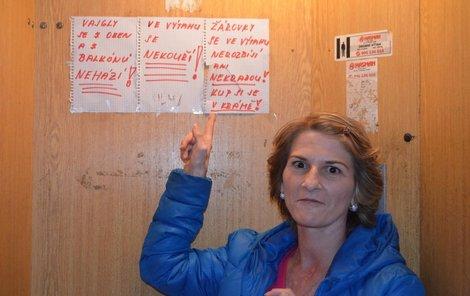 Vladimíra H. se snažila své nepřizpůsobivé sousedy vychovávat. Teď ji viní, že je chtěla vyhodit do povětří.