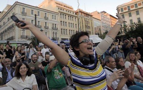 Řekové vyšli do ulic a mohutně oslavovali, jak to Evropě natřeli.