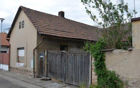 Dům, kde Věra N. pohřbila svého muže Václava.