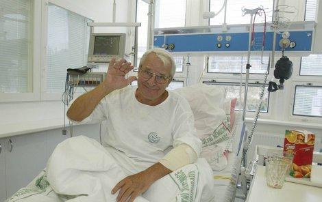 Přesně po 40 dnech major Zeman Vladimír Brabec (81) opustil pražskou Nemocnici Na Homolce.