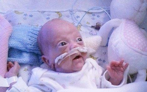 Malému drobečkovi lékaři nechtěli dát šanci k životu. Dnes Lily prospívá a brzy půjde z nemocnice domů.