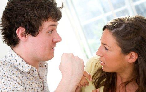 Co dělat, když sousedce vyhrožuje partner?