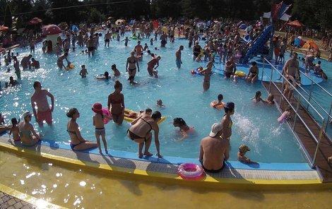 Na koupališti v Porubě se v sobotu sešlo 12 000 lidí.