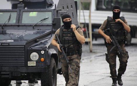 Islamisté vraždí vojáky i policisty!