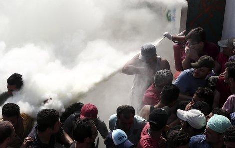 Řecký ostrov Kos dál čelí návalu uprchlíků a nově i vzpourám!