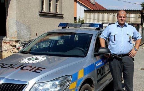 Policista David z Třemošné svým hrdinstvím zachránil zřejmě životy pěti lidí.
