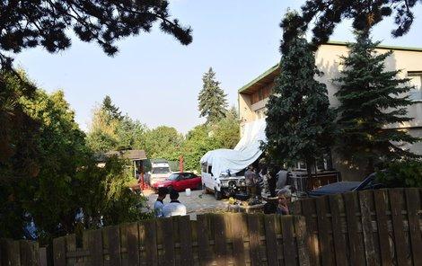 V tomto domě v pražské Dubči se drama odehrálo.