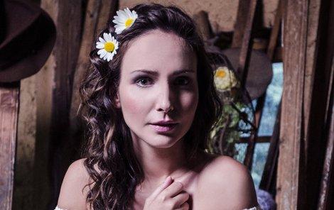 Arichteva v romantickém modelu připomínajícím její dětství.