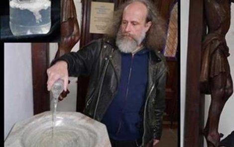 Milan Kohout rozlil své sperma v katolickém chrámu