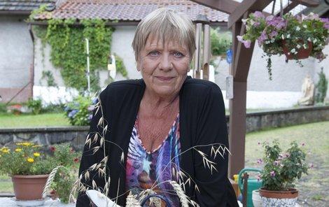 Jaroslava Obermaierová tráví většinu roku na své chalupě, kde žije se svým synem. Často sem zve své kamarády, pro které ráda vaří, také se věnuje zahrádce a svým zvířatům.
