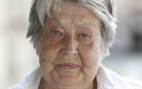 I přes velké bolesti herečka včera oslavila 80. narozeniny.