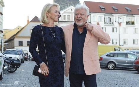 Milan Drobný vzal do Náchoda na Muže roku svou novou přítelkyni Danu.