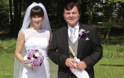 Tentokrát se neobléknou jako nevěsta a ženich ale jen coby svatebčané.
